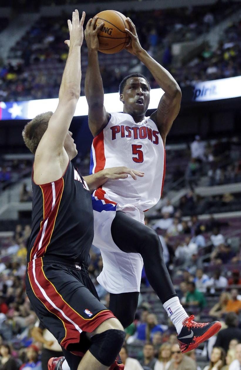 Detroit Pistons guard Kentavious Caldwell-Pope (5) goes to the basket against Miami Heat center Justin Hamilton in the second half of a preseason NBA basketball...